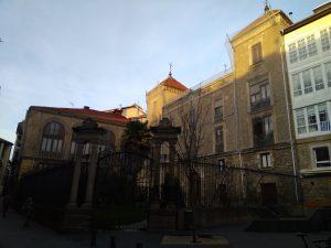 Palacio Álava-Esquível. Fachada de la calle Herrería.